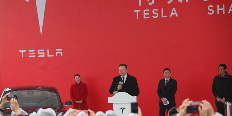 Tesla CEO Elon Musk, center, speaks during the groundbreaking ceremony of the U.S. electric automaker's first non-U.S. manufacturing plant Gigafactory 3 in Shanghai, China, 7 January 2018.